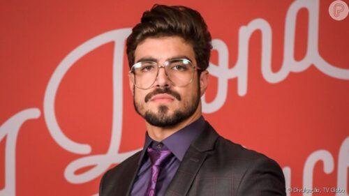 Caio Castro transando e pelado em filme.