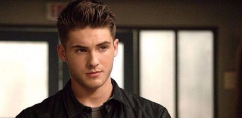 Cody Christian, ator de series como 'Teen Wolf' e 'Pretty Little Liars', se masturbando.