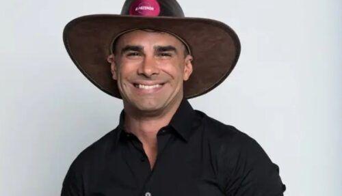 Jorge Sousa, participante de 'A Fazenda', se masturbando e mostrando a bunda.