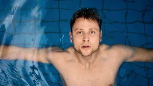 Netflix: Max Riemelt, o Wolfgang, totalmente pelado na série 'Sense8'.