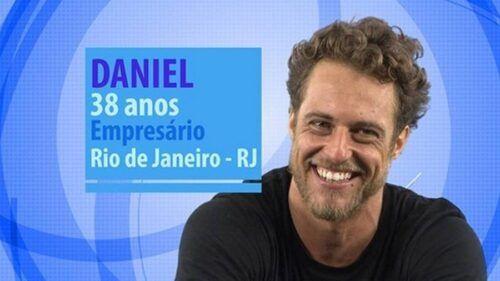 Ex-BBB – Daniel Manzieri se maturbando na cam!
