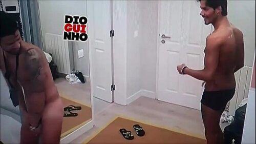 Esteves mostra sua big piroca em Reality Show