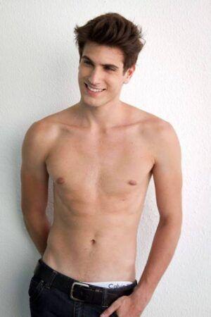 Guilherme Leão em ensaio sensual