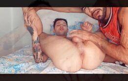 Tatuador dotado fudendo gay