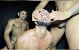 Sexo bruto entre machos ao natural