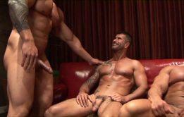 Gays sarados fazem uma bela orgia gostosa