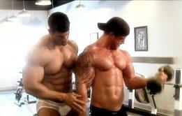 Musculosos gays fazendo suruba na academia