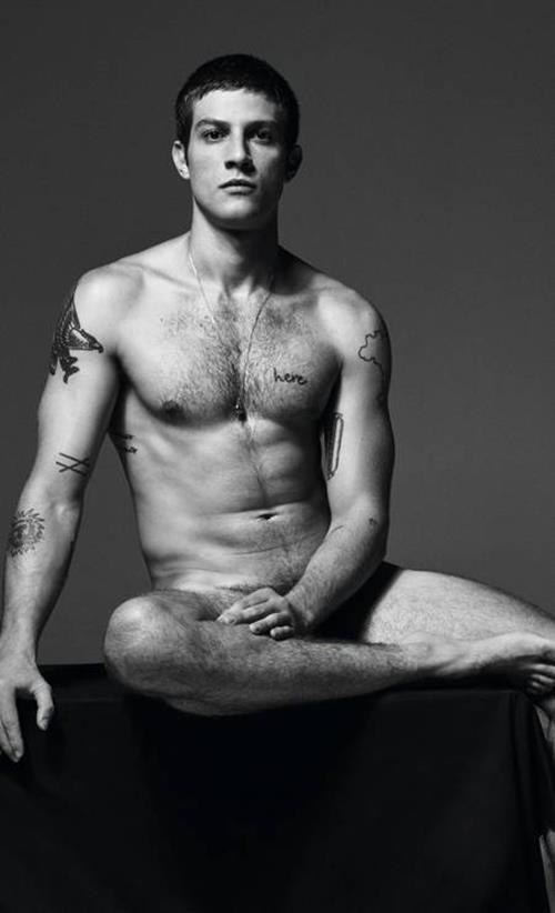 Fotos-de-nudes-dos-famosos-ator-Chay-Suede-pelado-bananas-famosas