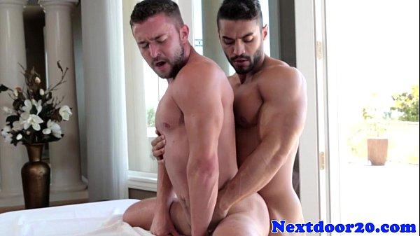 Massagem gay safada onde rolou sexo anal e gozada na boca