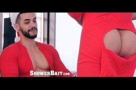 Porno gay natalino fodendo o moreno sexy durante banho