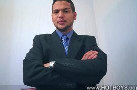 Porno gay no escritório com patrão colocando funcionário pra mamar