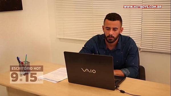 Sexo gay lambendo o cu do entrevistador pra conseguir emprego