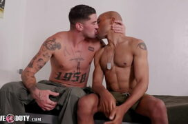 Porno gay moreno tatuado fodendo negão dotado